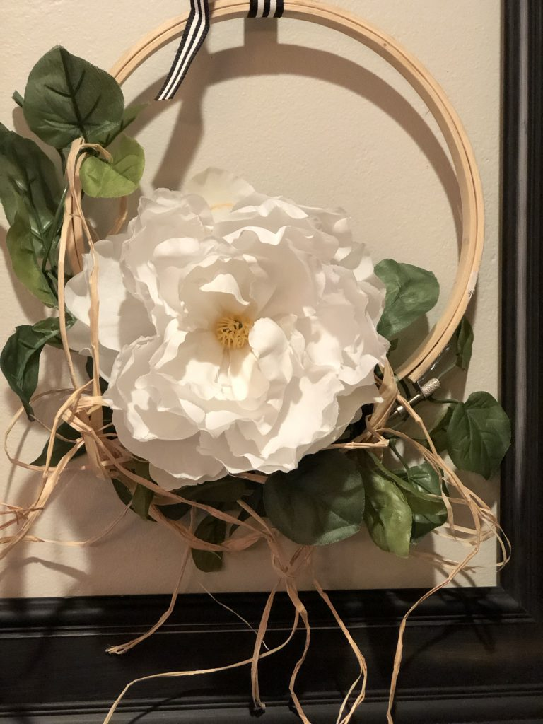 Embroidery hoop fall wreath with white flower and raffia