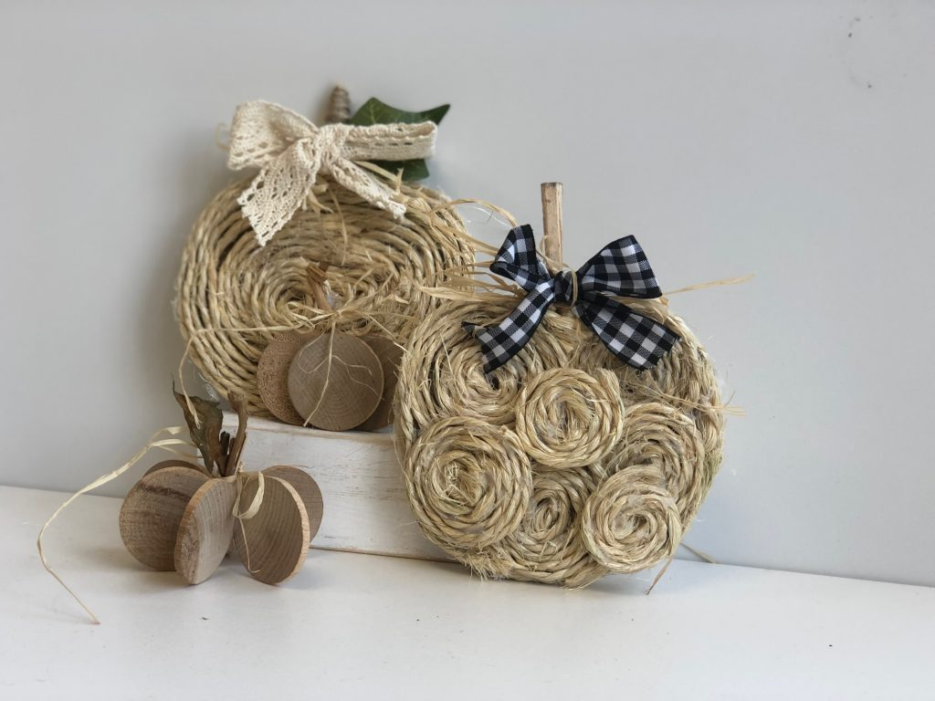 Beautiful budget friendly fall pumpkins out of rope to decorate your house for the fall
