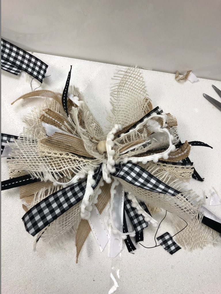 Pretty messy bow to decorate your house for the holidays