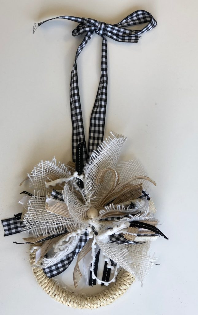 Awesome jute rope mini wreath good for any season. Fall mini wreath. Cute easy to make messy bow