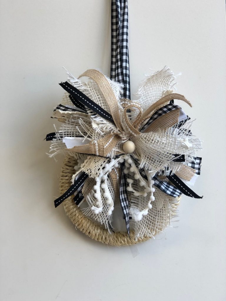 Don't waste your ribbon anymore! Make this cute messy bow out of ribbon pieces #messybow #bow #fallwreath #falldiy