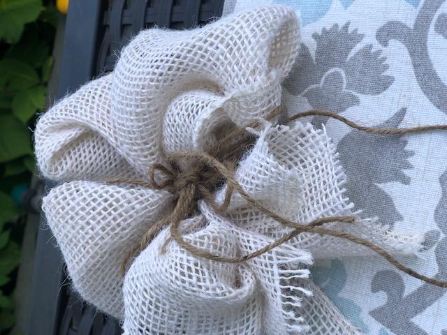 Beautiful simple folded bow to decorate your wreath! #bowdiy #fallwreathbow #fallwreath #falldiy