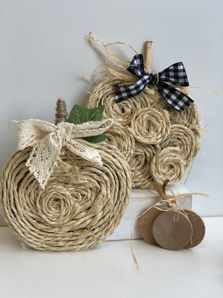 Beautiful mini rope pumpkins. Budget friendly diy project to decorate your house for the fall season