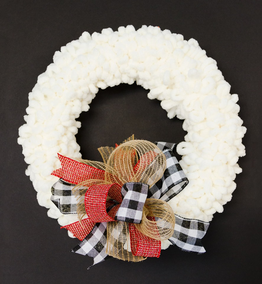 Cozy loop yarn fall wreath with buffalo check and burlap bow