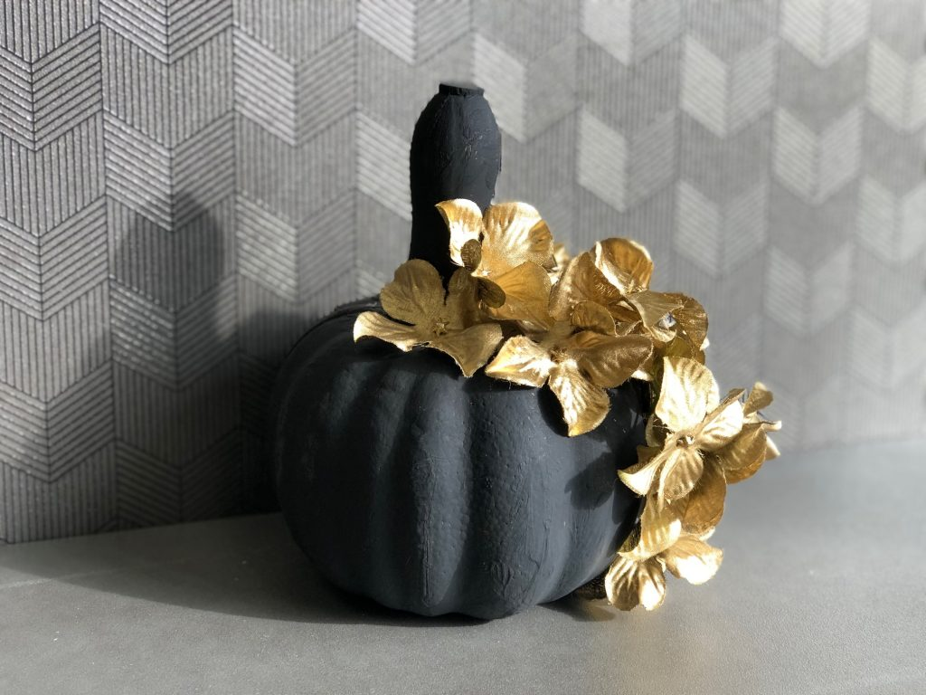 Another DIY pumpkin coming your way today! No carve FALL pumpkin.  Black painted pumpkin with gold accents.