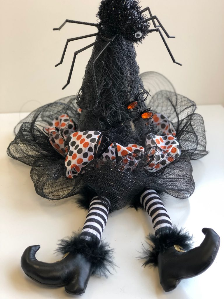 Learn how to make an easy witch hat for your Halloween home decor! Easy project to do with your child! #halloweendecor #halloween #witchhat #halloweendiy