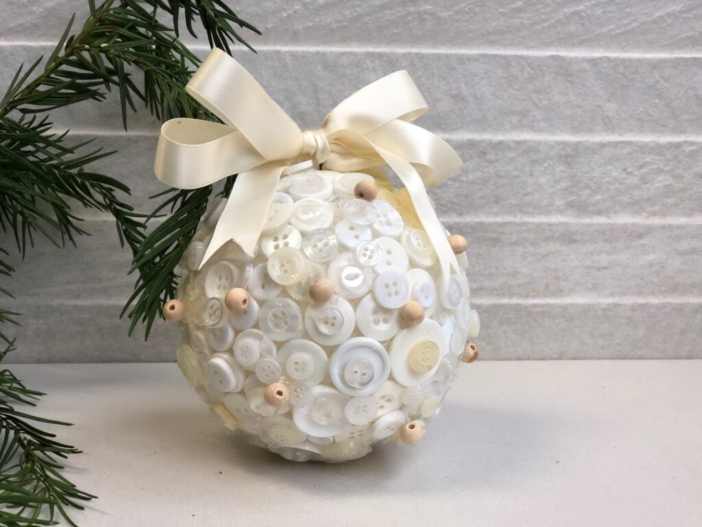 Learn how to make this stunning Button Christmas tree ornament