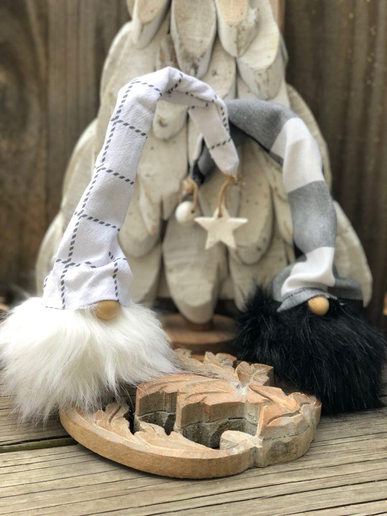 Learn how to make super cute Faux Fur pom pom gnome in less then 10 minutes. Buffalo check mini gnome DIY