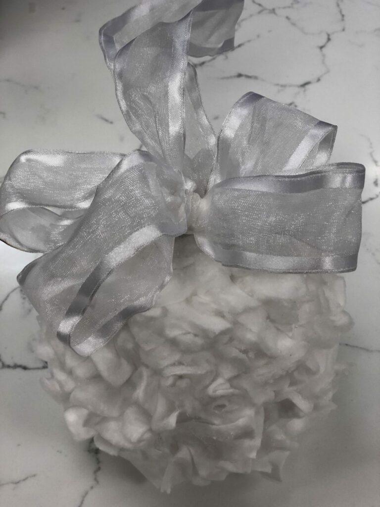 EASY Christmas ornament. Elegant ornament Dollar Tree budget friendly Christmas decor idea DIY. CHRISMTAS DECOR on the budget . Gift idea Easy bow diy