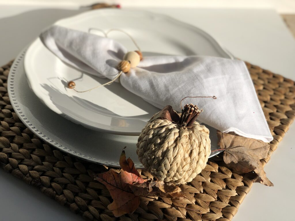 Quick and easy Wooden Beads Napkins Rings in 3 different ways. Tablescape ideas Holiday table. Christmas . Thanksgiving tablescapes idea