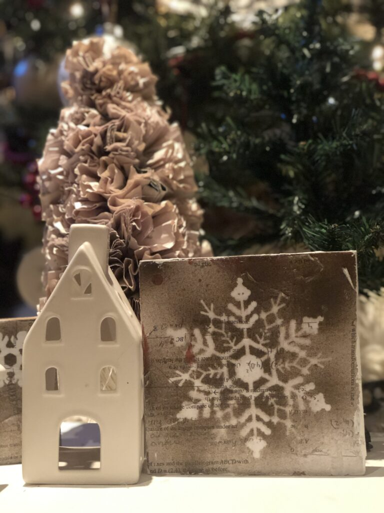 Winter decor for me is all about snowflakes. It is time to make some with vintage farmhouse touch. Super fun on the dollar tree budget diy