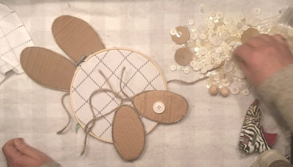 Let's make Easter bunny out of embroidery hoop! Budget friendly super fun and easy to make Easter craft. Spring Easter decor craft