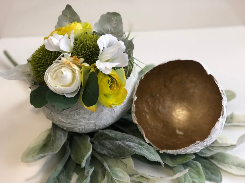 If you love vintage style this gorgeous Spring/Easter home decors you will this egg craft. Super easy and budget friendly spring diy project ! Easter spring egg diy
