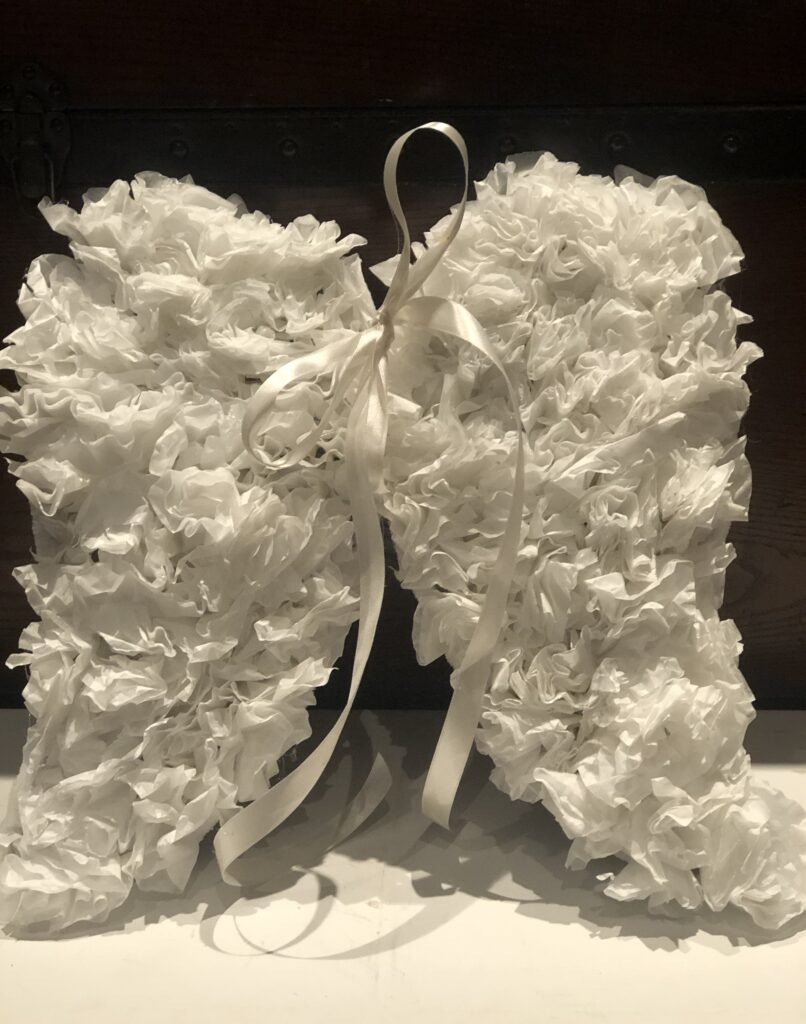 Who doesn't need its angel ?Learn how to make Angel wings out of coffee filters. Budget friendly project to decorate your house.