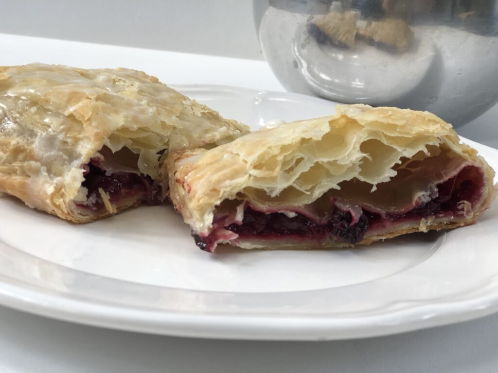Those delicious, easy to make Berries Turnovers are perfect breafast pastries or dessert with coffee. Puff pastry dessert
