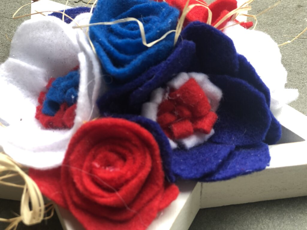 Floral Patriotic Decor. Red White & Blue. Easy Felt Flowers.Patriotic star Americana Home Decor July 4th floral decor idea