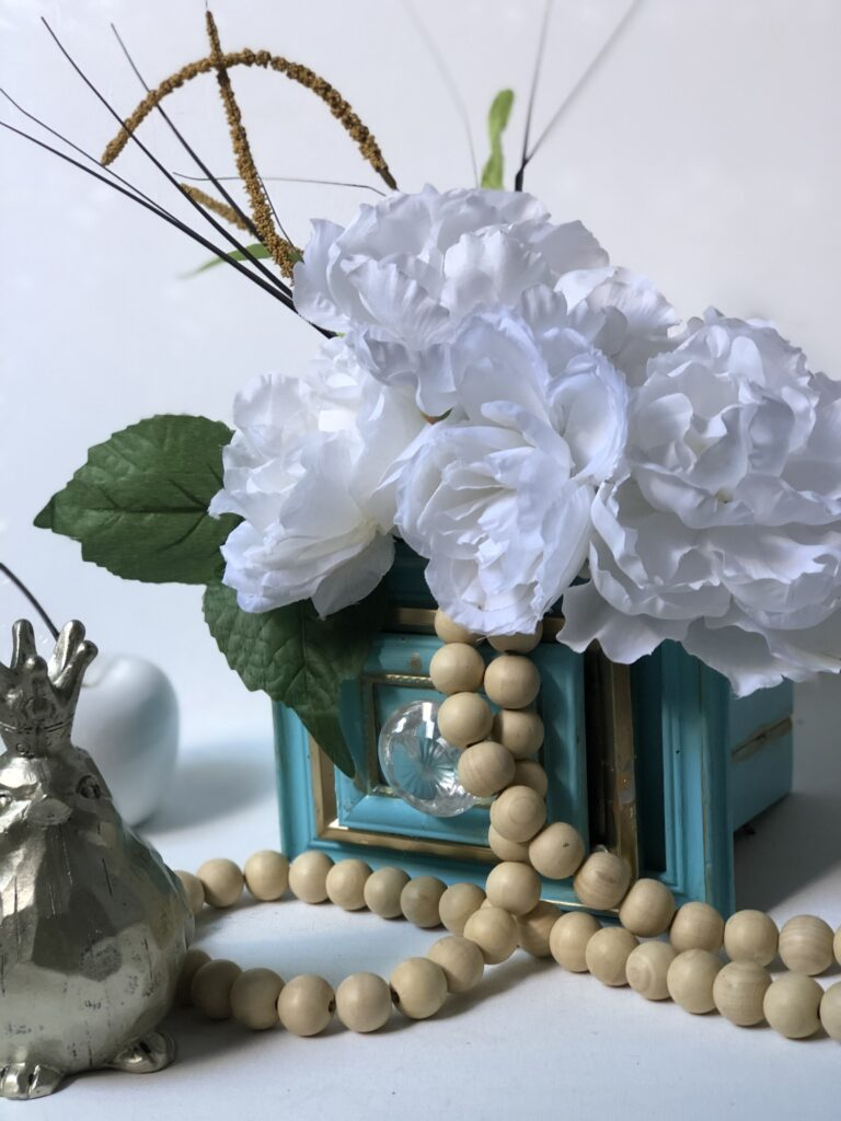 Chic Home Decor idea that is a MUST to make. Dollar Tree Picture frames drawers diy. Flowers planter DIY. Succulents drawers planter.How to build drawer