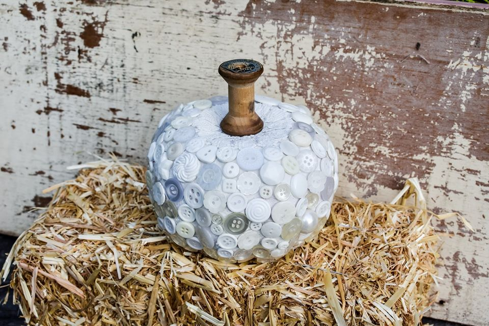 For the love of Buttons !!! Shabby Chic button fall pumpkin diy