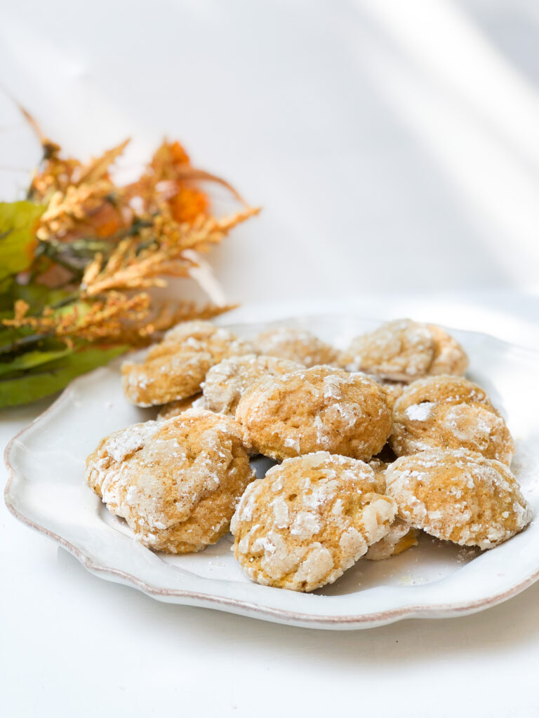 Soft, mouth watering pumpkin crinkle cookies recipe. Perfect easy fall cookies. Easy Fall dessert