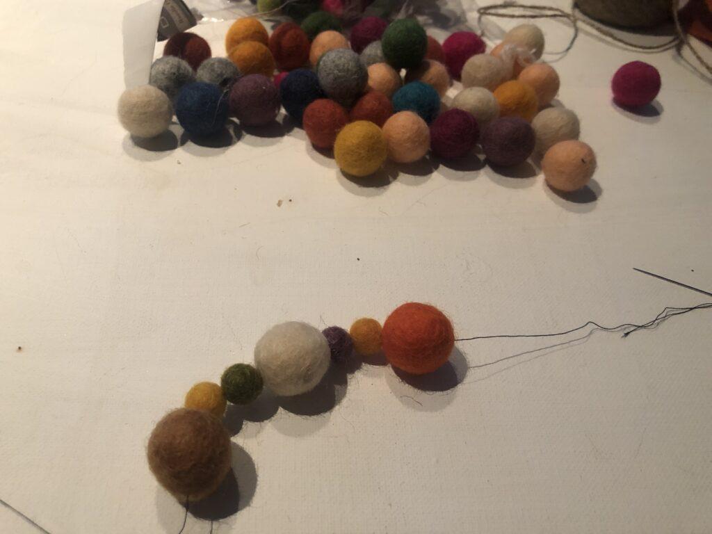 Easy Elegant fall felt garland with fabric Rag Pom Pom DIY. Fun way to decorate for the holidays. Felt balls fall craft. Mantel decor diy