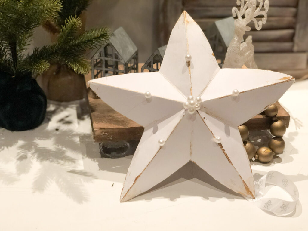 Learn how to make easy 3D paper stars. Chrismtas tree topper or ornament idea. Patriotic star diy. Eay paper crafting.