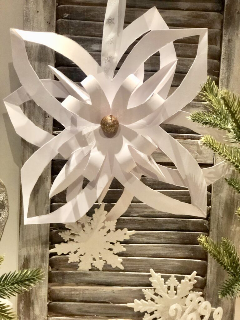 Learn how to make easy 3D paper stars. Chrismtas tree topper or ornament idea. Patriotic star diy. Easy paper crafting. Festive Holiday Decor