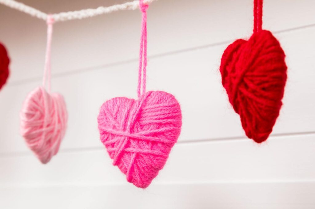 Yarn wrapped hearts diy