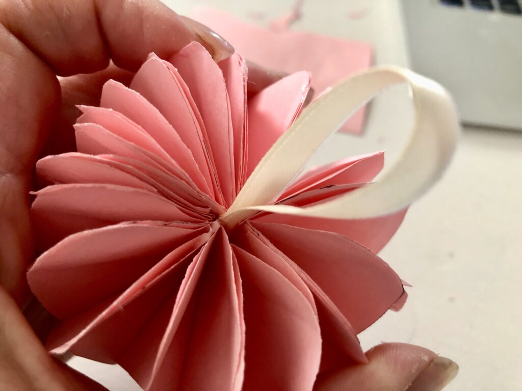 Easy Paper honeycomb heart DIY. Paper ornament diy. Heart shaped gift embellishment . Paper craftng. Honeycomb heart