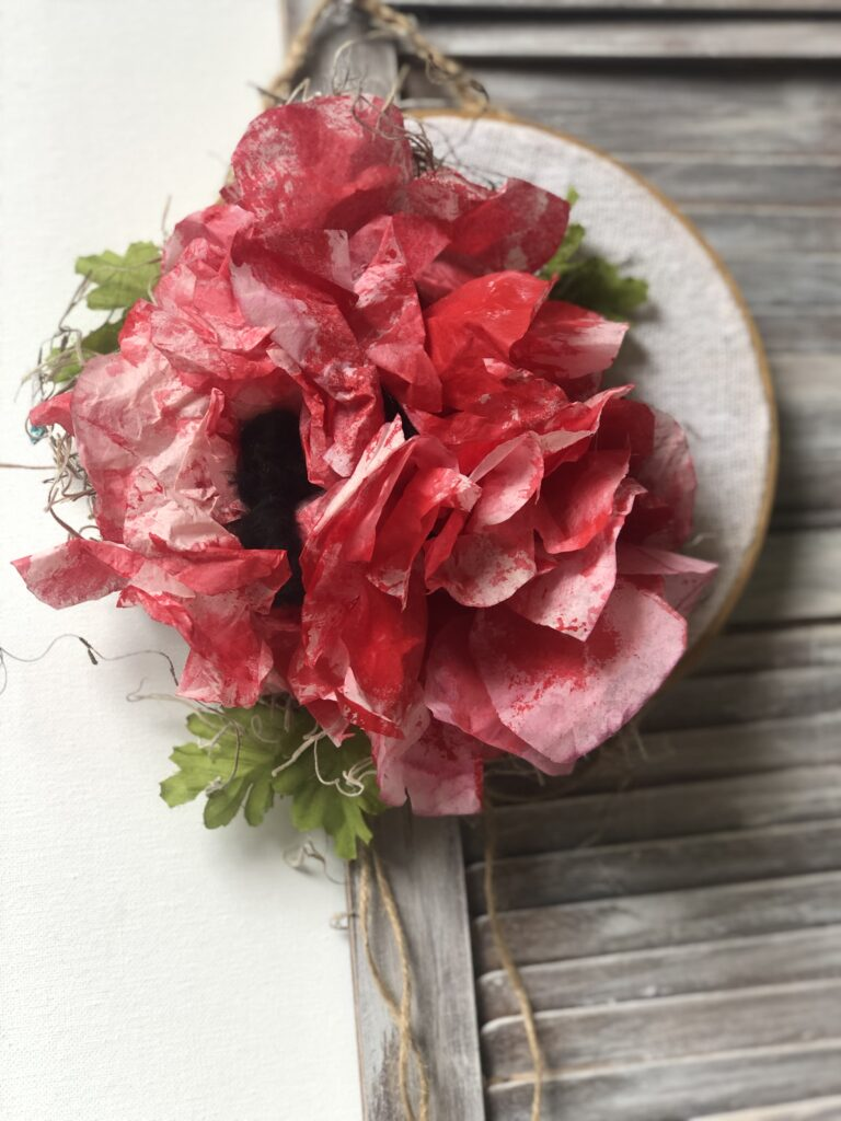 Embroidery hoop poppies wreath. Learn how to make beautiful coffee filter poppies. Poppy paper flower diy. Paper crafting. Easy coffee filter flowers  diy